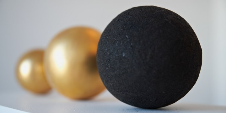 RoseMorant-sphere-BS06BLK-ROUGH-GOLD-LEAF-group_1140x570