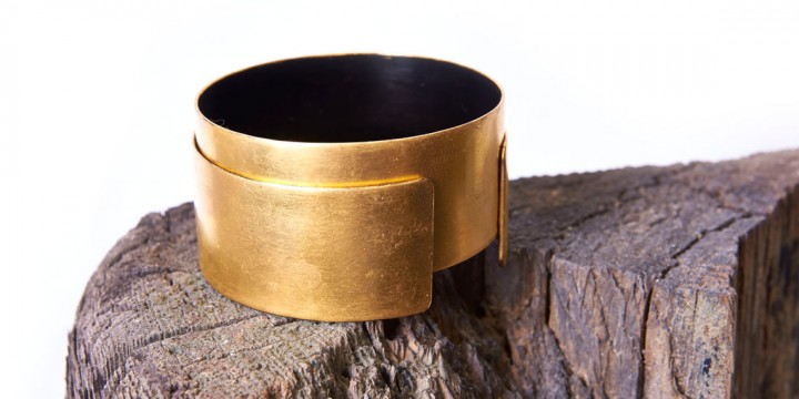 RoseMorant_jewellery-3-HORSEHAIR-LACQUER-&-GOLD-LEAF-BANGLE_1140x570